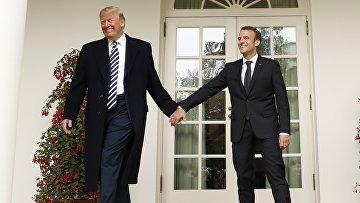 Президент США Дональд Трамп и президент Франции Эммануэль Макрон на крыльце Белого дома