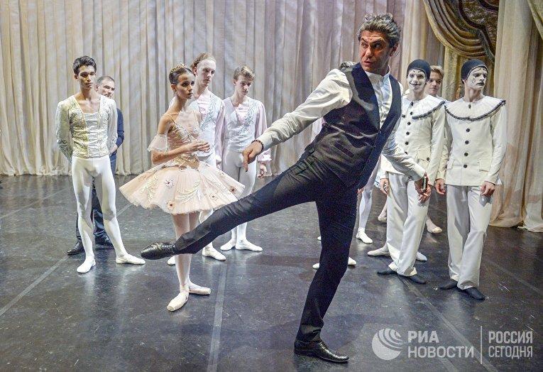 Николай Цискаридзе и ученики Академии русского балета имени А. Я. Вагановой