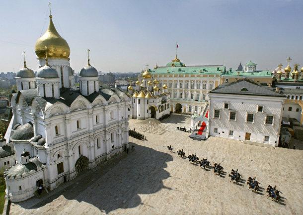 Военный парад в московском Кремле