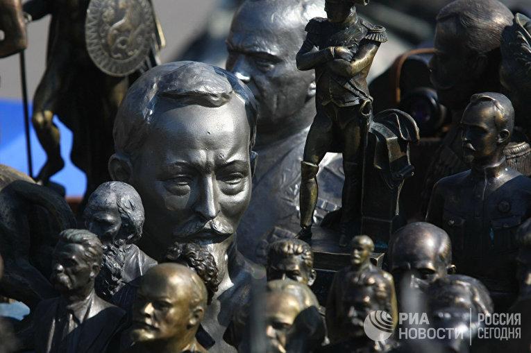 Продажа сувениров с советской символикой