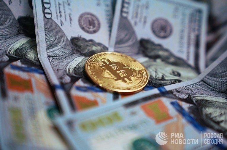 Сувенирная монета с логотипом криптовалюты биткоин