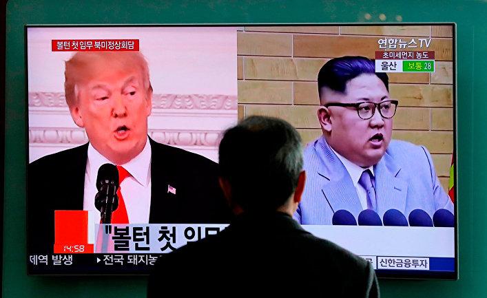 Портреты Дональда Трампа и Ким Чен Ына на экране телевизора в Сеуле, Южная Корея