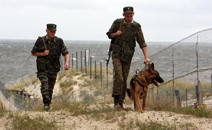 Российские пограничники в наряде на российском участке границы с Польшей на полуострове Балтийская коса