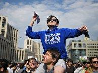 Участники митинга в поддержку мессенджера Telegram на проспекте Сахарова в Москве