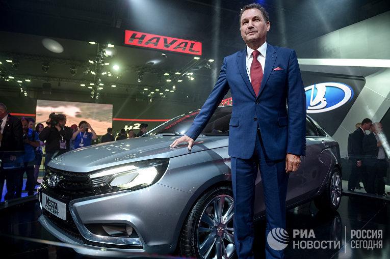 Президент ОАО «АвтоВАЗ» БуАндерссон наМосковском международном автомобильном салоне 2014в «Крокус Экспо».
