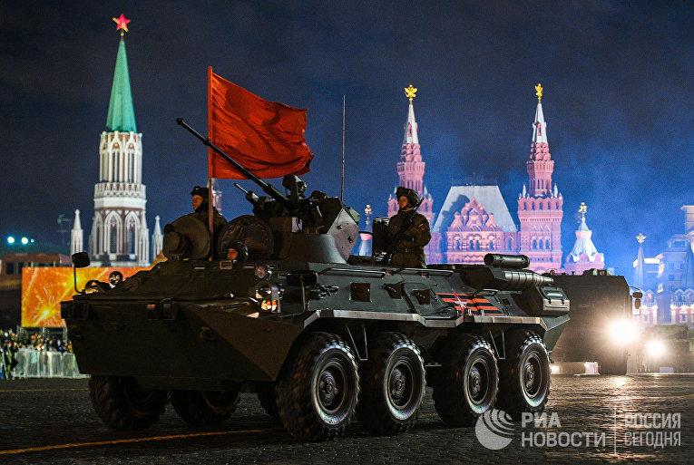 Бронетранспортер БТР-82А на репетиции военного парада на Красной площади