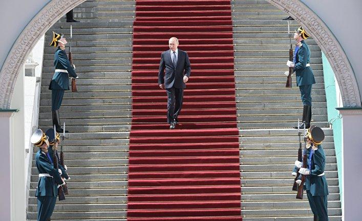 Президент РФ Владимир Путин после церемонии инаугурации на Соборной площади Кремля. 7 мая 2018