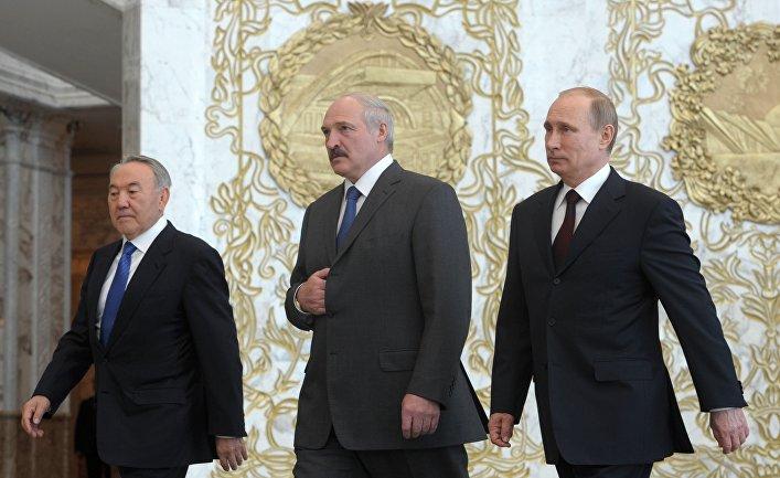 Президенты России, Белоруссии и Казахстана Владимир Путин, Александр Лукашенко и Нурсултан Назарбаев перед заседанием ВЕЭС