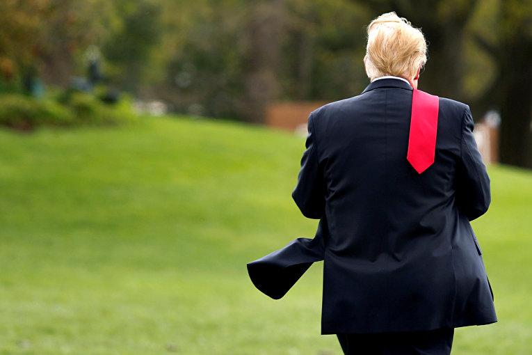 Президент США Дональд Трамп на Южной лужайке Белого дома в Вашингтоне перед отъездом в Мичиган