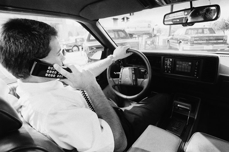 Сотовый телефон, установленный в автомобиль в качестве дополнительной опции