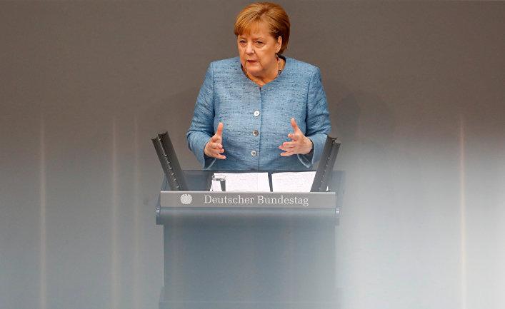 Канцлер Германии Ангела Меркель выступает в нижней палате парламента Бундестага