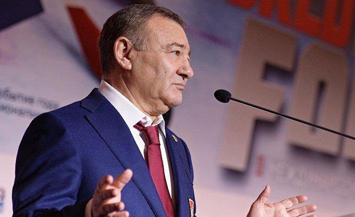 Аркадий Ротенберг выступает на втором Международном хоккейном форуме в Москве