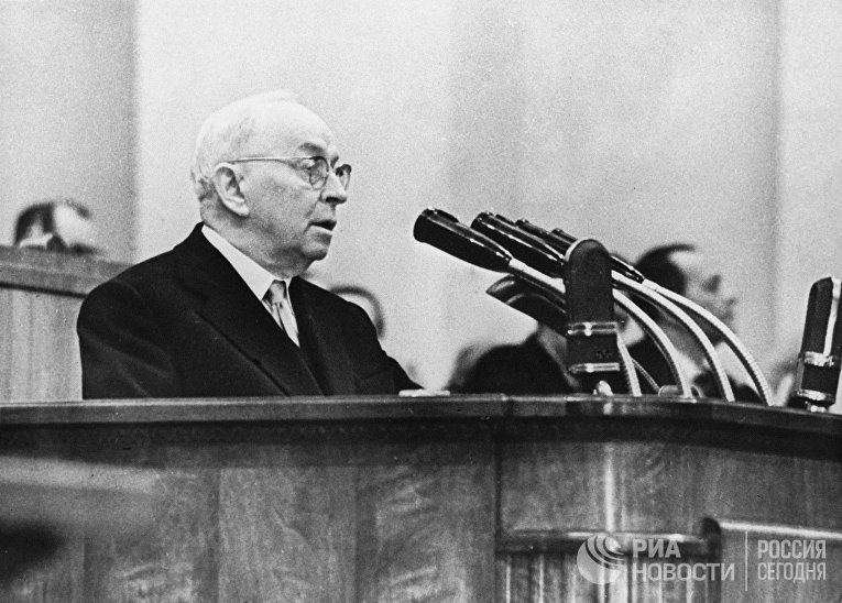 Член Президиума ЦК КПСС Отто Вильгельмович Куусинен на внеочередном