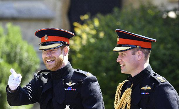 Британский принц Гарри отвечает гостям