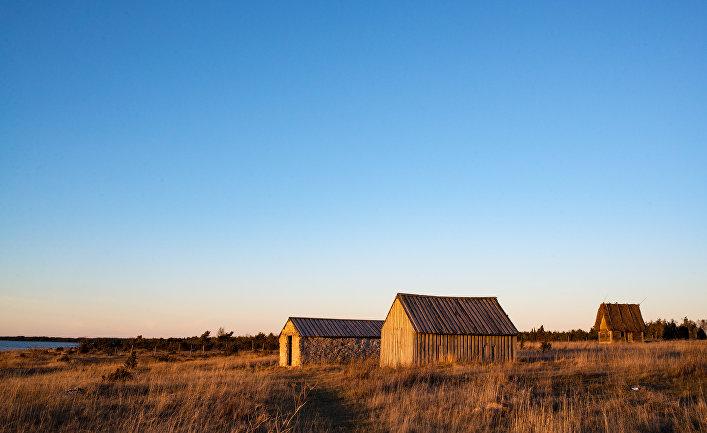 Домики на берегу моря на острове Готланд, Швеция