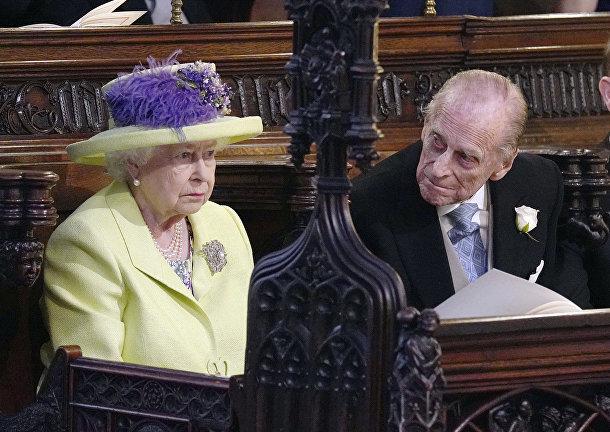 Британская королева Елизавета и принц Филип