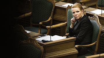 Ингер Стёйберг во время дебатов в датском парламенте