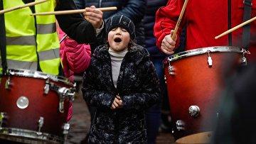 """Участники """"Марша разгневанных родителей"""" в Риге. 4 апрля 2018"""