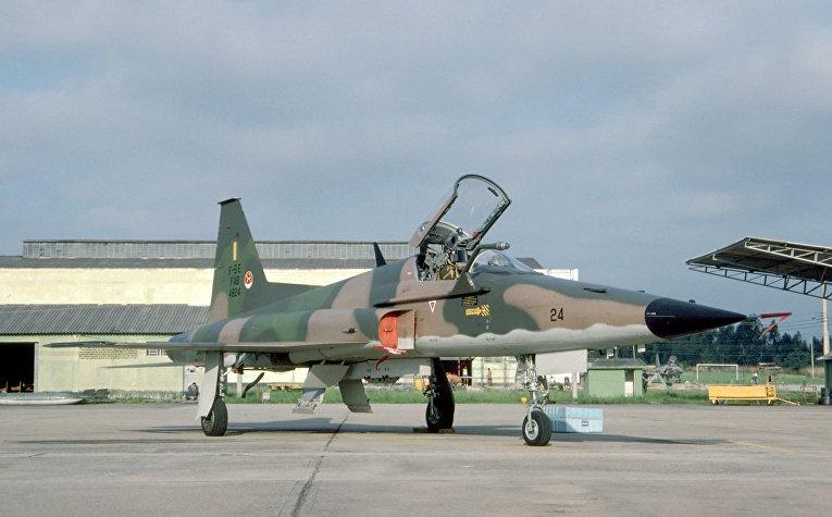 "Истребитель F-5 ""Тайгер"""