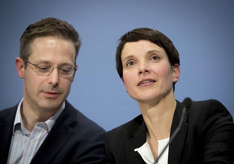Глава партии АдГ Фрауке Петри и ее муж Маркус Претцель, 2016 год
