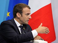 """Президент Франции Эммануэль Макрон во время беседы с президентом РФ Владимиром Путиным на полях саммита лидеров """"Группы двадцати"""" G20 в Гамбурге. 8 июля 2017"""
