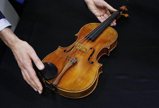Скрипка Антонио Страдивари на аукционе Sotheby's в Гонконге