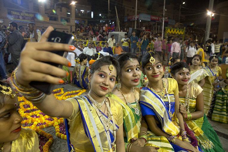 Фестиваль Ганга Душера в индийском городе мертвых Варанаси, Индия