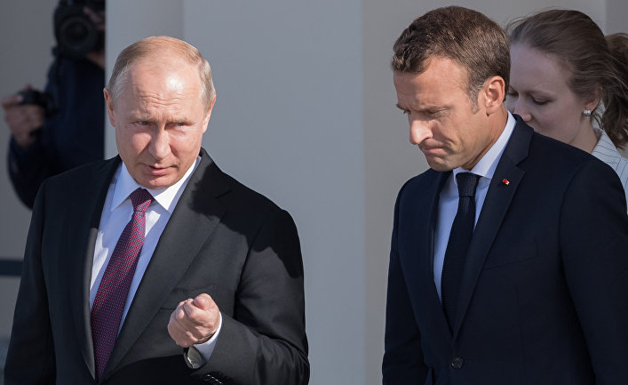 Президент РФ Владимир Путин и президент Франции Эмманюэль Макрон на полях Петербургского международного экономического форума - 2018. 24 мая 2018