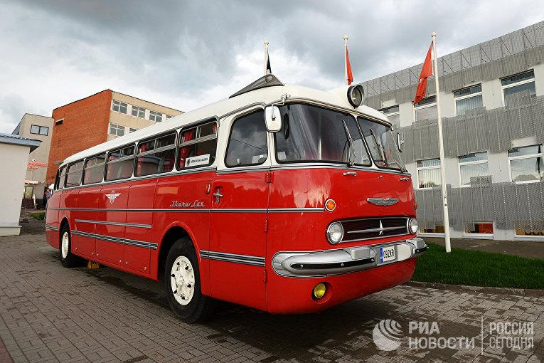 Автобус «Икарус» уавтовокзала в Таллине, Эстония