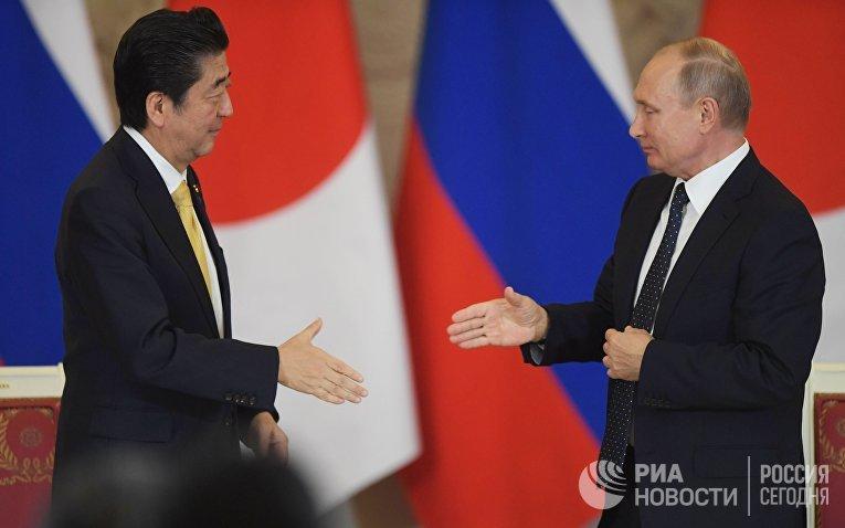 Президент РФ В. Путин провел переговоры с премьер-министром Японии С. Абэ