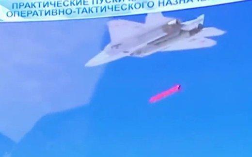 Мощно и точно: Су-57 проверил новую ракету