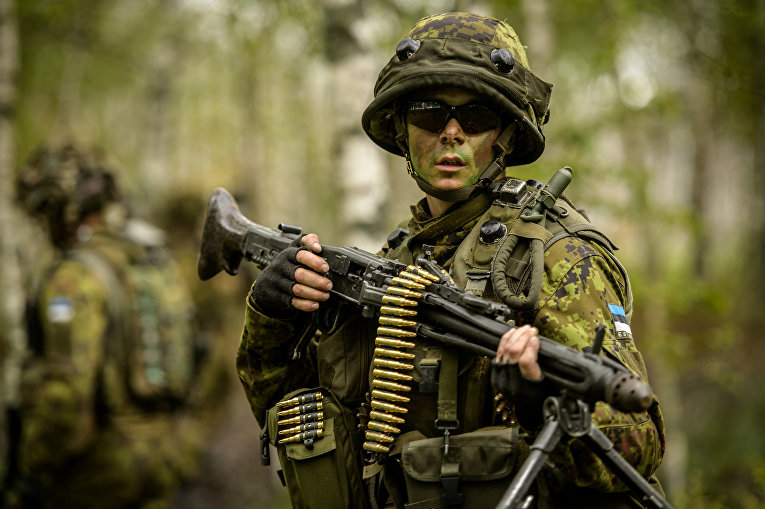 Эстонский солдат на тренировочной базе в Адажи, Латвия
