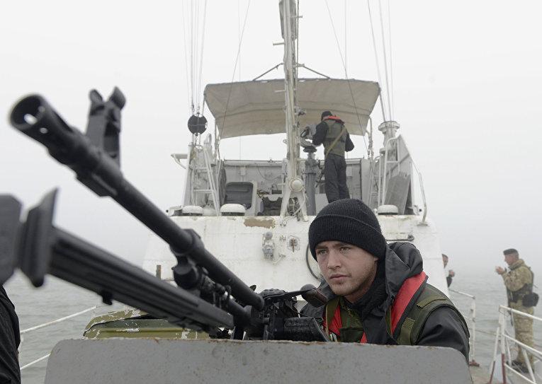 Украинская береговая охрана патрулирует побережье Азовского моря в районе Мариуполя