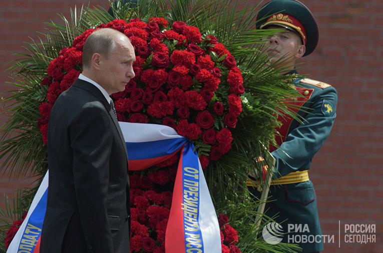 В.Путин возложил венок к Могиле Неизвестного солдата