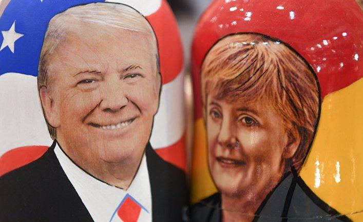 Матрешки с изображением президента США Дональда Трампа и канцлера Германии Ангелы Меркель