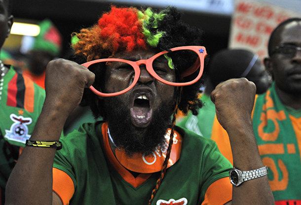 Болельшик замбийской сборной во время матча кубка африканских наций