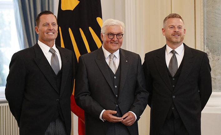 Недавно назначенный посол США в Германии Аллен Гренелл (слева), его партнер Мэтт Лаши и президент Германии Франк-Вальтер Штайнмайер