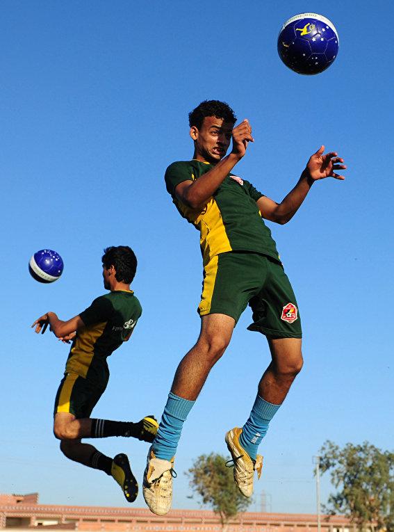 Пекистанские футболисты в тренировочном лагере в Карачи
