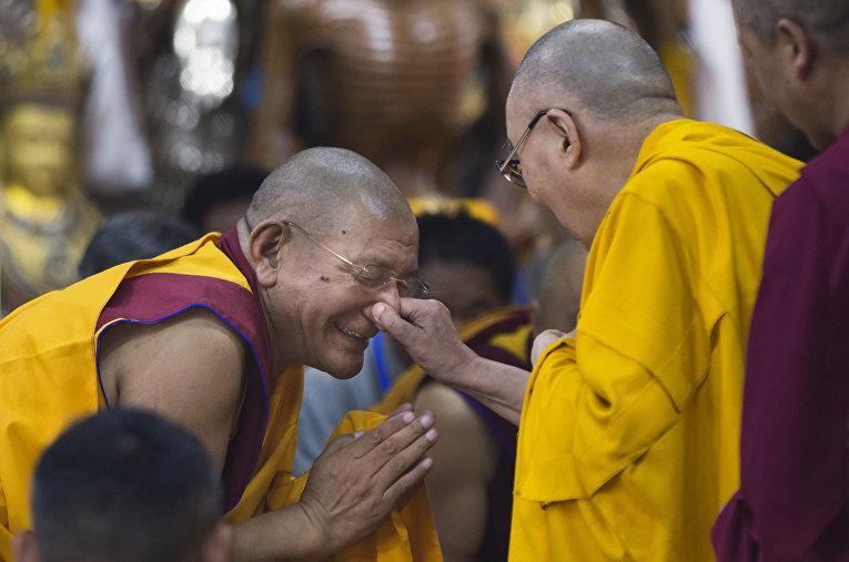 Далай-лама на встрече с тибетской молодежью в индийском городе Дармсала