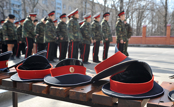 Подготовка кадетов казачьего корпуса к параду в Ростове-на-Дону в честь Дня Победы