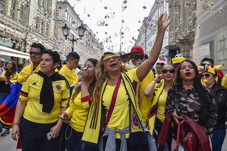 Болельщики сборной Колумбии на Никольской улице в Москве