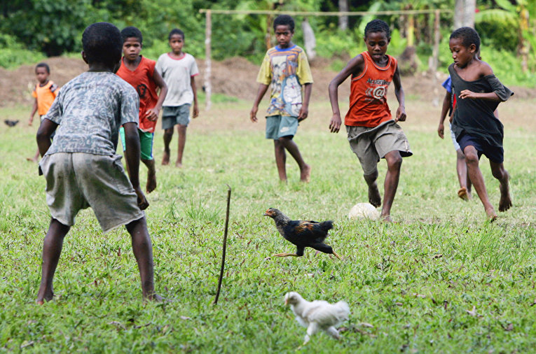 Футбол в деревне Лоловоли на острове Амбай