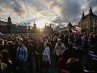 Жители Москвы на праздничном концерте в честь Дня России на Красной площади