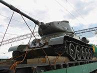 """Танк Т-34-85 на российско-казахстанской границе в железнодорожном пункте пропуска """"Карталы"""""""