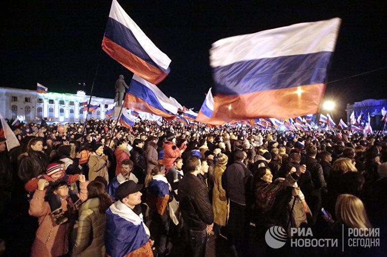 В центре Симферополя проходит праздничный концерт в честь референдума. Фото с места событий