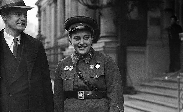 Герой Советского Союза снайпер Людмила Павличенко в Лондоне