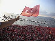 Сторонники кандидата в президенты Турции Мухаррем Индже во время митинга в Измире