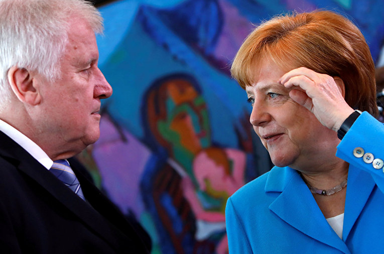 Канцлер Германии Ангела Меркель и министр внутренних дел Хорст Зеехофер в Берлине