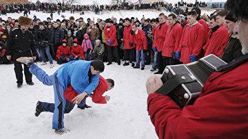 Традиционная русская забава — кулачные бои в Великом Новгороде