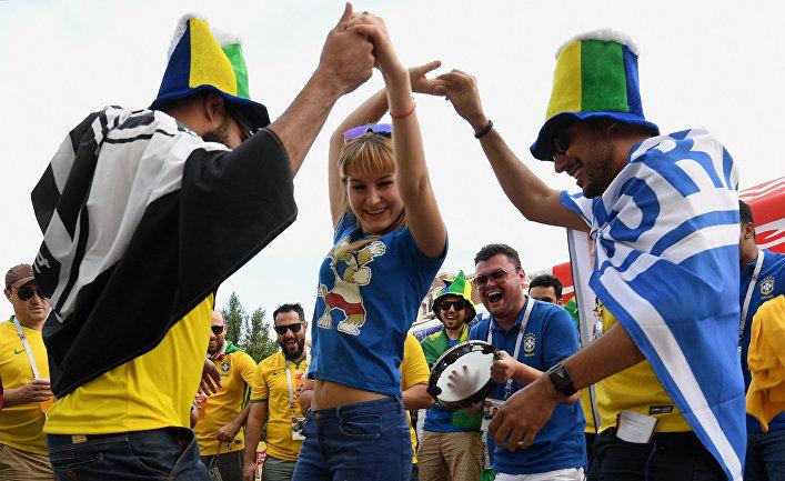 Болельщики перед матчем ЧМ-2018 по футболу между сборными Бразилии - Швейцарии в Ростове-на-Дону